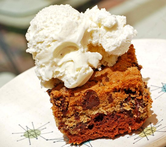 chipster-brownies-with-ice-cream-0509