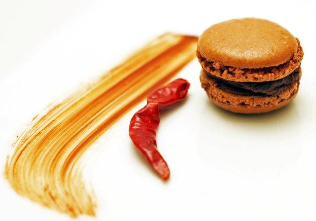 Macaron with chocolate swirl 1009